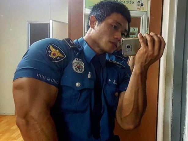 韩国最强壮警察,一身发达的肌肉,对罪犯有着威慑作用!