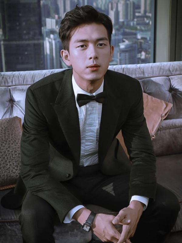 李现最新造型 英俊帅气怪不得杨紫被他所迷恋