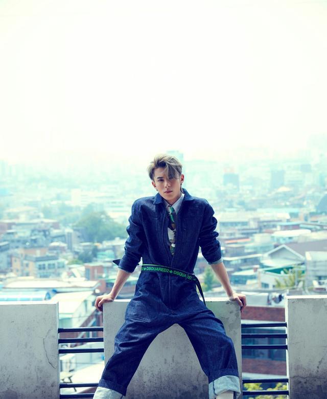 """他是最新版""""道明寺"""",身穿不规则风衣搭西装裤出镜,混搭时尚"""