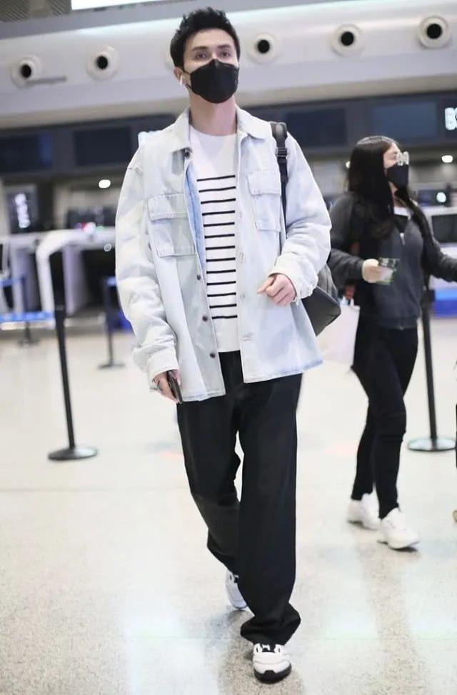 身高191cm的高伟光,牛仔外套+宽松长裤,这造型普通人驾驭不了