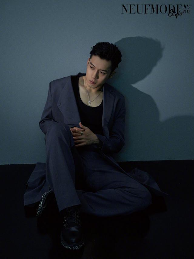 韩东君时尚大片,造型帅气十足,满满的硬汉风调!