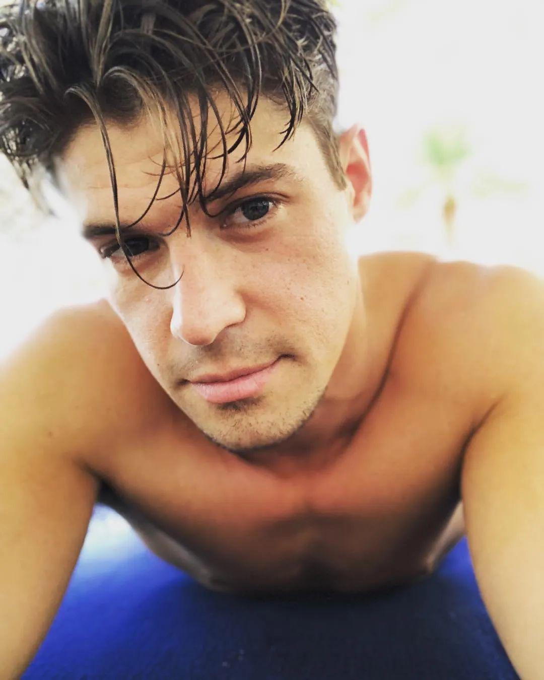 今年29岁的Zach Rance宣布出柜,曾参加美国老牌真人秀《老大哥》